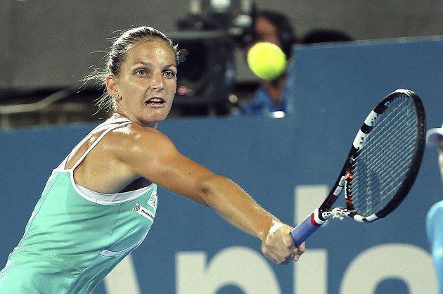 Bekhend Karolíny Plíškové ve finále turnaje v Sydney.