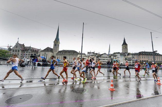 Chodci v závodu na 20 km na mistrovství Evropy v Curychu.