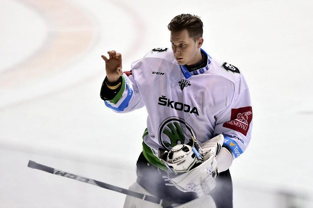 Brankář Brandon Maxwell z Mladé Boleslavi při utkání v Pardubicích.