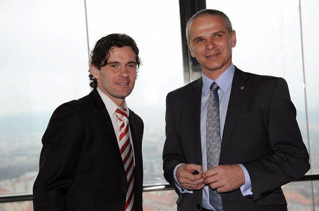 Nedávno souputníci v Sydney, dnes soupeři - záložník Slavie Karol Kisel (vlevo) a trenér Sparty Vítězslav Lavička.