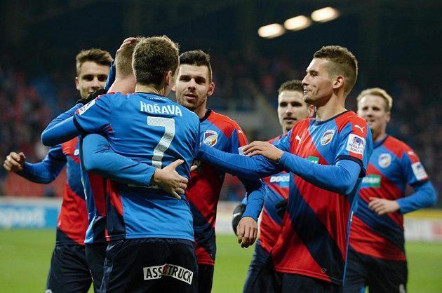 Plzeňští fotbalisté vyhráli nad Duklou a přezimují s tříbodovým náskokem na Spartu.