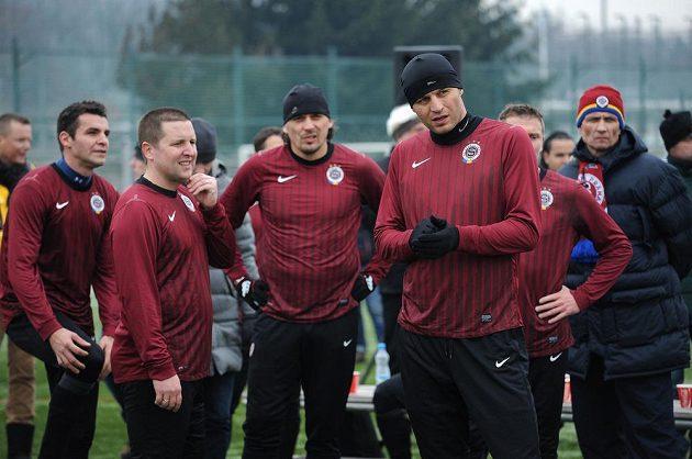 Internacionál Sparty Praha Vratislav Lokvenc (vpředu) během tradičního Silvestrovského derby mezi týmy AC Sparta Praha a SK Slavia Praha.