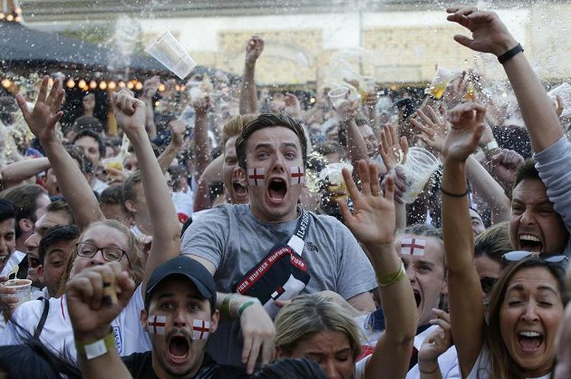 Slavilo se i v Londýně. Když vstřelila Anglie vedoucí gól v duelu s Chorvatskem na MS, bylo po celé zemi hodně veselo.