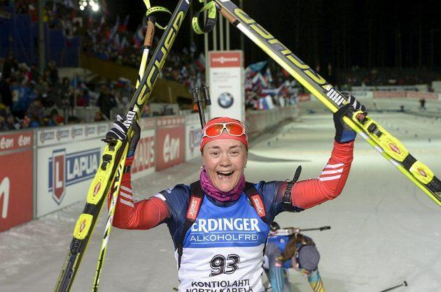 Senzační vítězka vytrvalostního závodu na MS v Kontiolahti Jekatěrina Jurlovová z Ruska.