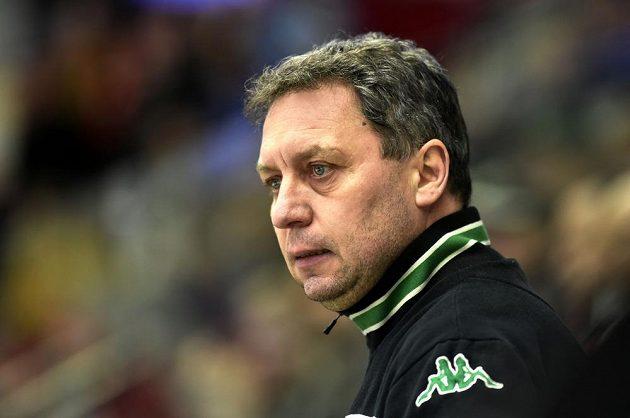 Trenér Karlových Varů Peter Oremus během utkání s Litvínovem.