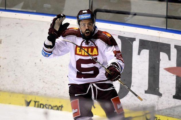 Richard Jarůšek ze Sparty se raduje z gólu.