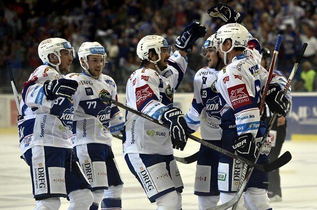 Hráči Brna se radují z vítězství nad Hradcem. Zleva Marcel Haščák, Jan Štencel, Martin Zaťovič, Vojtěch Němec a Ondřej Němec.