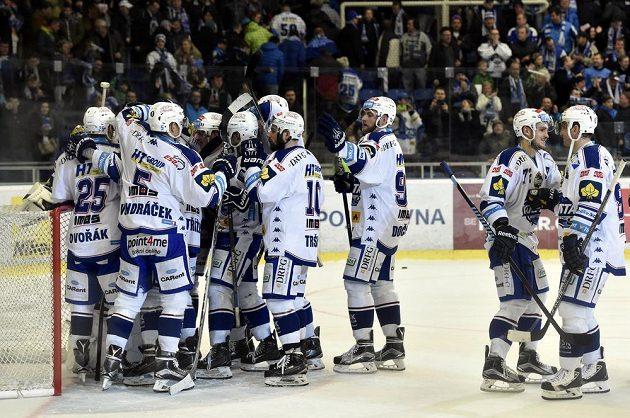 Hokejisté Komety slaví vítězství nad Mladou Boleslaví.