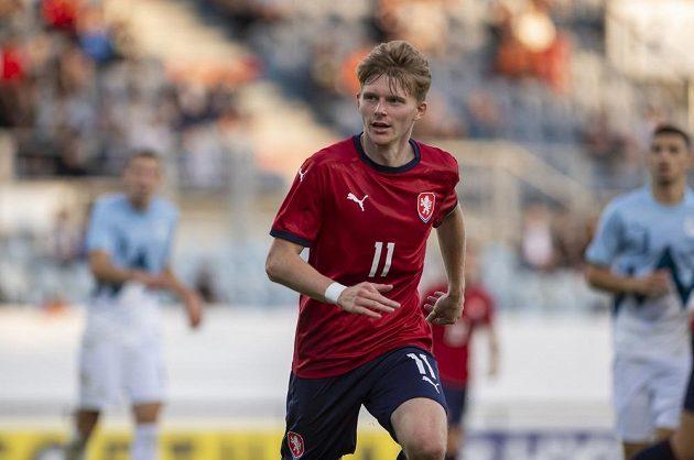 Český fotbalista Pavel Šulc v utkání skupiny G kvalifikace na ME 2023 fotbalistů do 21 let se Slovinskem.