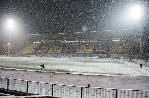 Zasněžený stadión Juliska během odloženého utkání 19. kola Synot ligy mezi Duklou Praha a Spartou Praha.