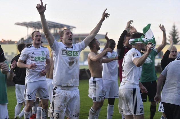 Fotbalisté Karviné slaví, v baráži s Jihlavou udrželi nejvyšší soutěž.