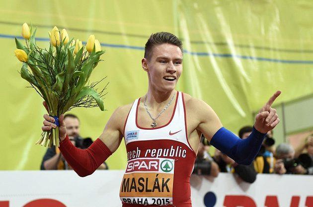 Běžec Pavel Maslák se raduje ze zlata ve finále 400 m během halového mistrovství v atletice v O2 areně v Praze.