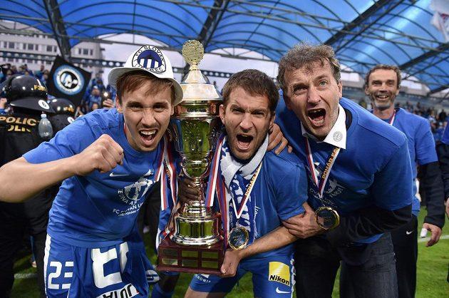 Fotbalisté Liberce Josef Šural (vlevo) a Marek Bakoš oslavují vítězství ve finále Poháru FAČR.