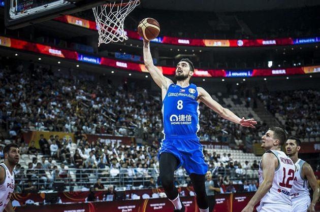 Hvězda českých basketbalistů - Tomáš Satoranský v akci během utkání mistrovství světa.