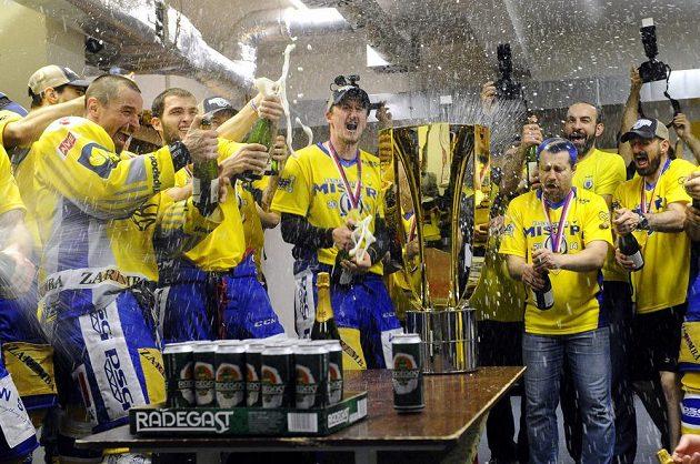 Zlínský tým spustil v šatně mohutné oslavy mistrovského titulu.