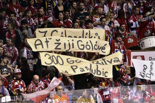 Fanoušci Pardubic dali během utkání 1. kola baráže o hokejovou extraligu s Motorem České Budějovice najevo, že nejsou spokojení s produktivitou svého týmu.