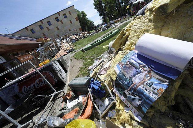 V loděnici vodních slalomářů v pražské Troji napáchaly nedávné záplavy rozsáhlé škody.