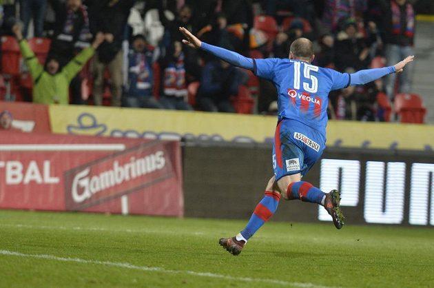 Plzeňský Michael Krmenčík se raduje z gólu proti Jablonci.