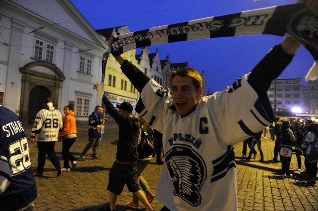 Dnes se v Plzni pracovat nebude, skandovali fanoušci.