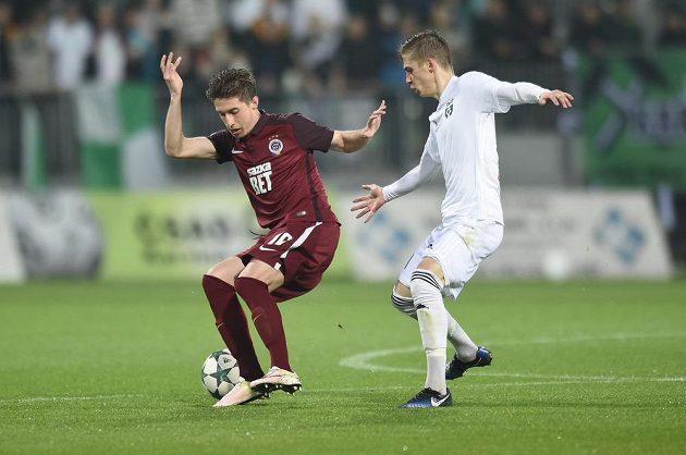 Zleva Michal Sáček ze Sparty Praha a Tomáš Weber z Karviné.