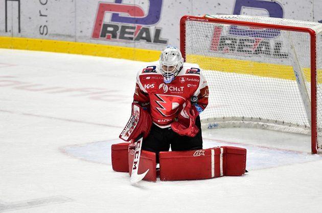 Brankář hokejových Pardubic Pavel Kantor.