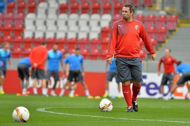 Asistent trenéra Viktorie Plzeň Pavel Horváth bšhem středečního tréninku.