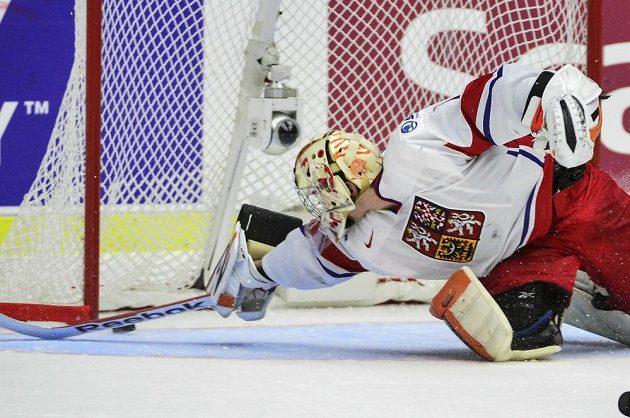 Brankář české reprezentace Marek Langhamer ve čtvrtfinále MS do dvaceti let proti Finsku.
