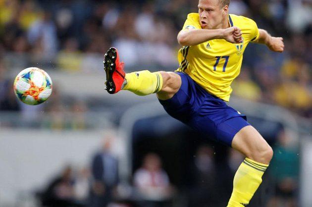 Švédský fotbalista Viktor Claesson v akci během utkání kvalifikace o postup na EURO 2020 proti Maltě.