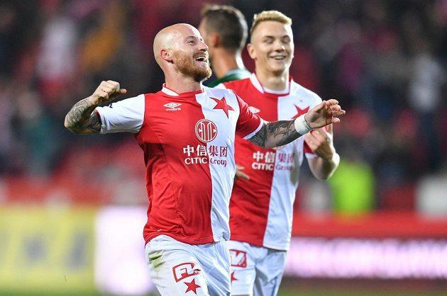 Fotbalista Slavie Miroslav Stoch slaví gól v síti Příbrami.