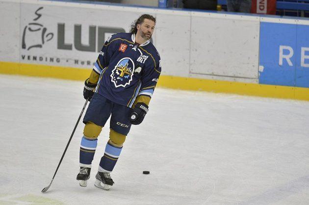 Hokejový útočník Jaromír Jágr při rozbruslení před zápasem v Havířově