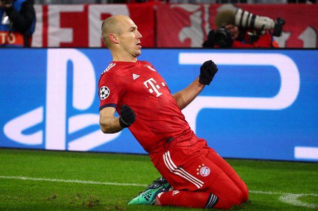 Arjen Robben z Bayernu se raduje z gólu proti Benfice.