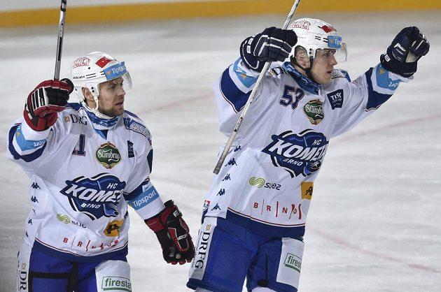 Útočníci Komety Rastislav Špirko (vlevo) a Vojtěch Němec se radují z gólu proti Spartě.