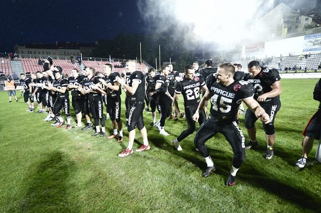 Panthers oslavují vítězství.