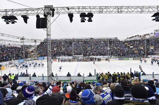 Ledová plocha za Lužánkami, kde Brno v rámci českého Winter Classic hostilo Plzeň.