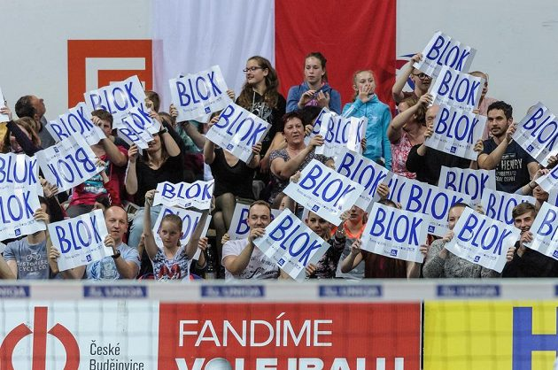 Fanoušci si užívali naplno šesté finále play off extraligy volejbalistů mezi Českými Budějovicemi a Kladnem. Jihočeši vyhráli a slaví titul.