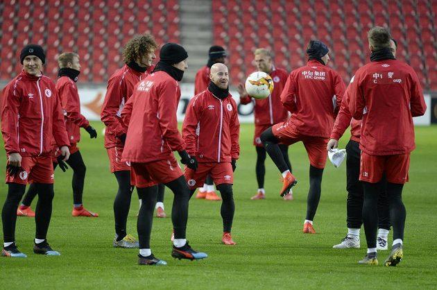 Hráči Slavie na tréninku před úvodním zápasem 2. kola fotbalové Evropské ligy