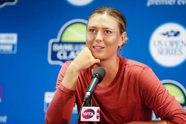 Ruska Maria Šarapovová na tiskové konferenci po utkání prvního kola ve Stanfordu.