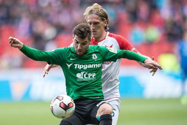 Michal Trávník z Jablonce a Per Egil Flo ze Slavie Praha během utkání 26. kola ePojištění ligy.