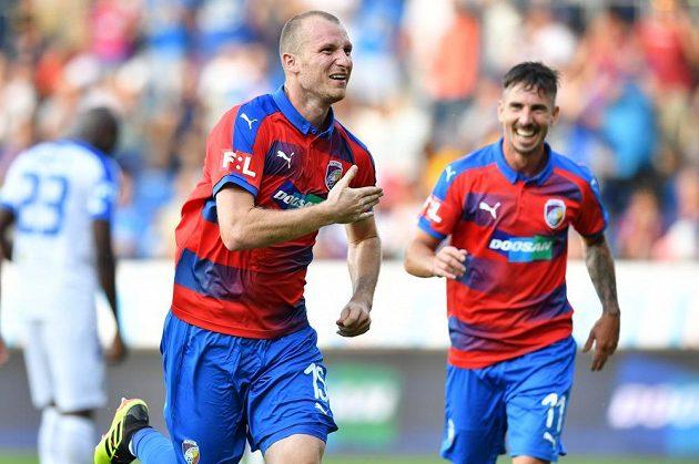 Plzeňský útočník Michael Krmenčík slaví gól, který vstřelil Slovanu Liberec.