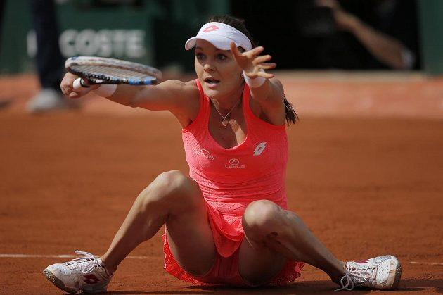 I z takového pozice dokázala Agnieszka Radwaňská zahrát míček v utkání proti Barboře Strýcové.