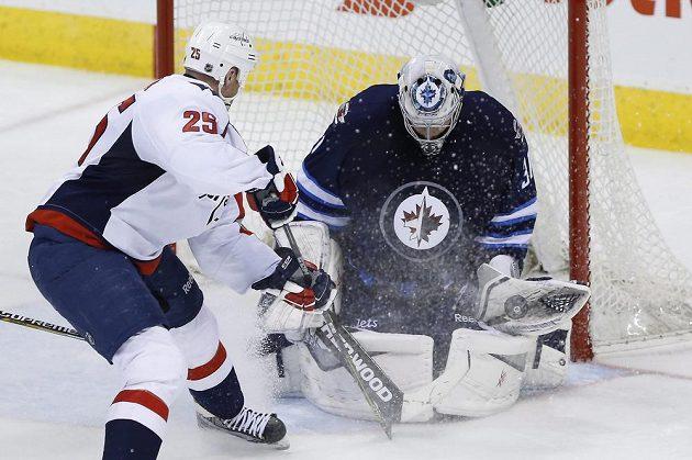 Pavelec o své výsadní postavení ve Winnipegu nejprve přišel, nyní ho získává zpět.