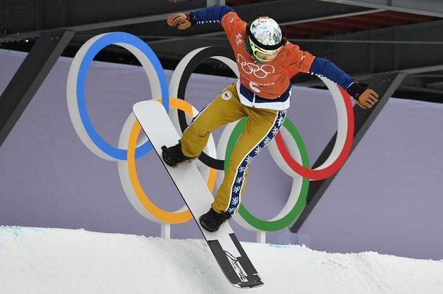 Česká snowboardkrosařka Eva Samková při tréninku na olympijských hrách.