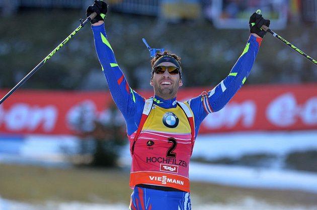 Francouzský biatlonista Martin Fourcade v cíli stíhacího závodu v Hochfilzenu.