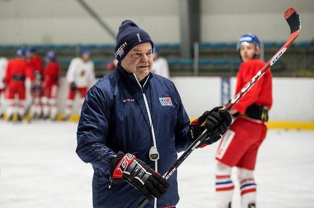 Kouč Vladimír Vůjtek během tréninku hokejové reprezentace před turnajem Channel One Cup.