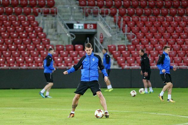 Plzeňští fotbalisté si vyzkoušeli trávník na stadiónu Beer Ševy před utkáním s v Evropské lize.