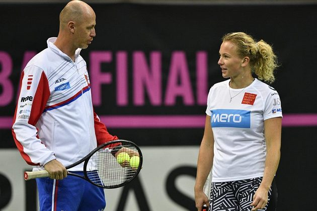 Kapitán českého týmu Petr Pála (vlevo) a tenistka Kateřina Siniaková při tréninku.
