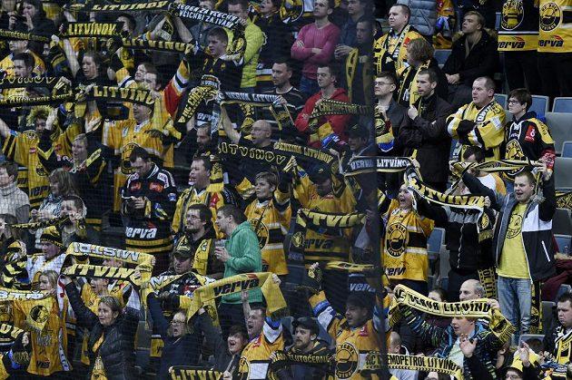 Fanoušci Litvínova se radují po vítězném utkání.