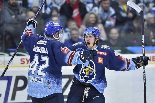 Tomáš Redlich (vpravo) a Michal Barinka z Kladna se radují z prvního gólu v Liberci.