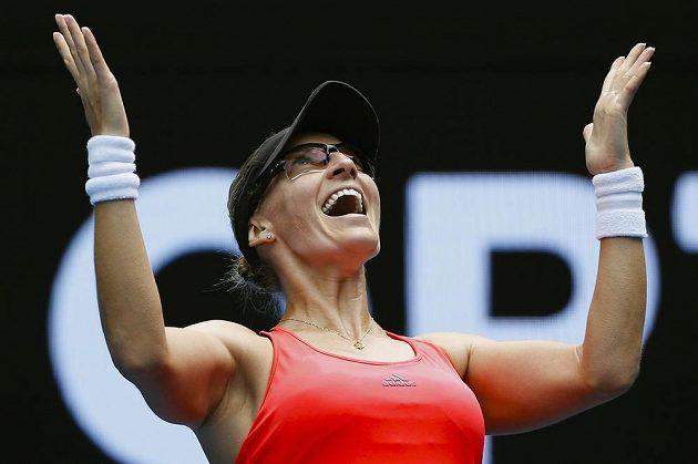 Radost Chorvatky Mirjany Lučičové-Baroniové po postupu do čtvrtfinále Australian Open přes Jennifer Bradyovou z USA.