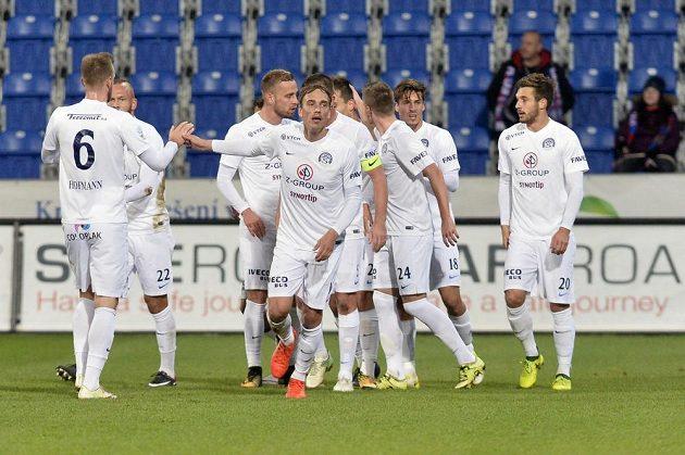Hráči Slovácka se radují ze vstřeleného gólu.